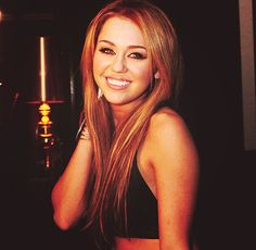 love her hair and color #mileyyrus