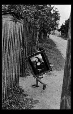 Carrying Mona Lisa