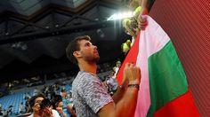 Dimitrov prend du temps pour ses fans après la partie. [Lukas Coch - Keystone]