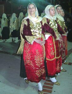 Ομίλου Λαϊκής Παράδοσης Μεγάρων «Αλκάθους & Καρία» και του Λαογραφικού Συλλόγου Μεγάρων «Ο Χορός της Τράτας» - Μέγαρα: 30 Απρ 2011