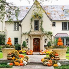 DIY Fall Decor Ideas - house exterior decoration with mums planters, various pumpkins and gourds piled on top of each other - AND what a beautiful European home with its' gorgeous surround by the door and ivy cascading down! Those fall colors! Autumn Decorating, Porch Decorating, Fall Home Decor, Autumn Home, Autumn Fall, Winter, Mum Planters, Fall Harvest, Harvest Time