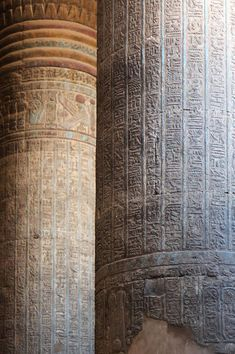 """grandegyptianmuseum: """" Columns of the Temple of Esna Ornate columns within the hypostyle hall in the Temple of Khnum at Esna. Aliens And Ufos, Ancient Aliens, Egypt Museum, Amenhotep Iii, Old Egypt, History Quotes, Valley Of The Kings, Pyramids Of Giza, Ancient Egyptian Art"""