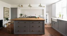 deVOL Kitchens make the Classic English Kitchen, Shaker Kitchen and Air kitchens. All our bespoke kitchens are handmade by deVOL cabinet makers in our Leicestershire workshops.