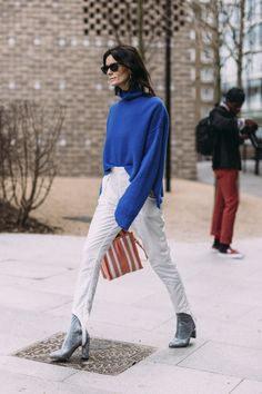 London Fashion Week Fall 2017 Street Style Day 3, See the best street style captured at London Fashion Week Fall 2017 at TheImpression.com LFW