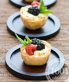 Fresh Berries & Cream Cheese Mousse in Phyllo.good starting point for easy dessert Mini Desserts, Just Desserts, Delicious Desserts, Yummy Food, Dessert Crepes, It Goes On, Pavlova, Cookies Et Biscuits, Whole Food Recipes