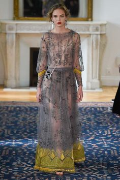 Valentino Spring 2017 Ready-to-Wear Fashion Show Couture Fashion, Fashion Show, Fashion Design, Fashion Trends, Couture Dresses, Fashion Dresses, Beautiful Gowns, Pretty Outfits, Catwalk