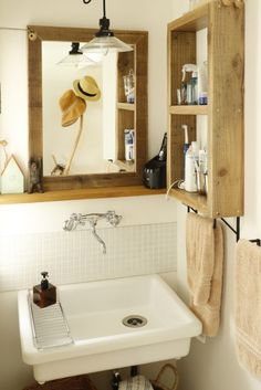 Small Space Design, Small Space Living, Small Spaces, Good House, Simple House, Affordable Housing, Bathroom Inspiration, Bathroom Medicine Cabinet, Toilet