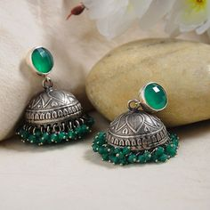 Indian Bridal Jewelry Sets, Indian Jewelry Earrings, Silver Jewellery Indian, Jewelry Design Earrings, Gold Earrings Designs, Ear Jewelry, Silver Earrings, Silver Jhumkas, Antique Jewellery Designs