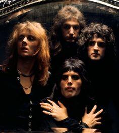 I Am A Queen, Save The Queen, Roger Taylor Queen, Queen Photos, Queen Pictures, We Will Rock You, Queen Freddie Mercury, Queen Band, Brian May