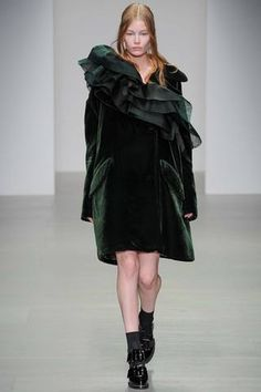 John Rocha Fall 2014 Ready-to-Wear Collection Slideshow on Style.com