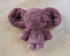 New origami elephant towel animals Ideas Baby Crafts, Fun Crafts, Elephant Towel, Towel Origami, Origami Elephant, Towel Animals, How To Fold Towels, Baby Washcloth, Towel Crafts
