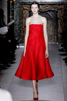 Valentino Spring 2013 Couture - Review - Fashion Week - Runway, Fashion Shows and Collections - Vogue