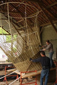 Villaines Les Rochers - what beautiful structure are they sculpting - is it willow