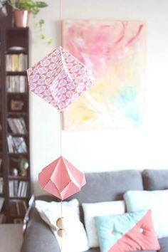 Tuto: Eine Federung im Origami-Stil von Mymy Cracra Diy Origami, Easy Origami Flower, Origami Swan, Useful Origami, Origami Flowers, Paper Flowers Diy, Origami Tutorial, Origami Paper, Origami Architecture