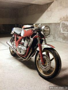 http://unpneudanslatombe.com/2013/12/02/la-honda-cb-500-cafe-racer-de-romain-une-belle-moto-ecole/