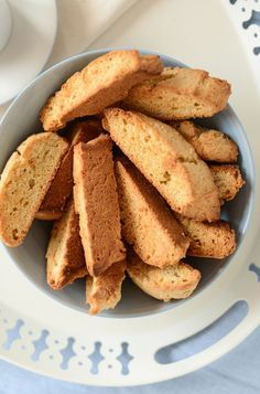 With the distinctive Scandinavian flavors of almond and cardamom, these easy-to-make Swedish Almond Rusks will add a pleasant touch to your coffee break. Swedish Cuisine, Swedish Dishes, Swedish Recipes, Norwegian Recipes, Swedish Foods, Tea Rusk Recipe, Cookie Recipes, Dessert Recipes, Cookies