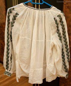Ie cusuta pe marchizet din Oltenia Folk Embroidery, Costume, Romania, Blouse, Long Sleeve, Sleeves, Patterns, History, Women