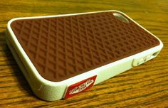 "Vans iPhone 4 Rubber Waffle Case Source: Highsnobiety Vans took their iconic waffle patterned sole and fittingly placed it underneath a white ""midsole."" They also applied the red Vans Off the Wall. Coque Iphone, Iphone 4s, Apple Iphone, Estilo Vans, Vans Skate Shoes, Vanz, Accessoires Iphone, Cool Iphone Cases, Vans Off The Wall"
