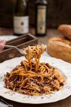 Spaghetti Bolognese-Delicious homemade spaghetti sauce made with all natural ingredients.