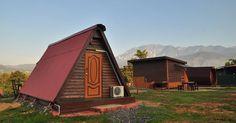 Jika anda sedang merancang percutian ke Sabah kelak, anda mungkin mahu merasai sendiri pengalaman menginap di Marakau Cabin Lodge. Ternyata Sabah sememangnya memiliki tempat-tempat yang menarik untuk dikunjungi. Terletak di Kampung Marakau, Ranau, Marakau Cabin Lodge ini menggunakan konsep kabin dalam menyediakan tempat penginapan buat pengunjung. Selain itu, ia juga terletak di lokasi strategik di mana anda akan dikelilingi oleh panorama menghijau yang indah. Menariknya, tempat penginapan…