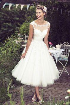 Vintage Lace Appliques Short Wedding Dresses 2016 Illusion Sweetheart Sheer Back Tea Length Wedding Gowns A Line Modest Vestido De Noiva