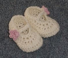 Free Crochet Baby Booties Pattern.