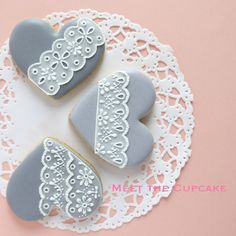 So cute, I love the color Lace Cookies, Crazy Cookies, Flower Cookies, Easter Cookies, Royal Icing Cookies, Cupcake Cookies, Cupcakes, Biscuit Decoration, Bolacha Cookies