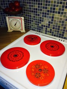 Finel Primavera and Kehrä stove covers, Raija Uosikkinen Stove Covers, Enamels, Country Living, Finland, Affair, Pots, Mid Century, Dishes, Retro