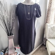 Grey GAP Shift Dress Preloved, but in EUC. Wore server all times but took very good care of it. Features side pockets and a back zipper. No stains, holes, or rips. Please no holds, trades, or pp. Thank you for taking a look. GAP Dresses