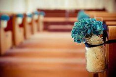 blue hydrangea + straw + mason jar = cute pew decoration