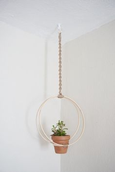 Modern Macrame Hoop Plant Hanger- I could totally DIY this! Diy Hanging Planter, Hanging Plants, Planters, Modern Macrame, Metal Plant Hangers, Macrame Projects, Macrame Patterns, Plant Holders, Etsy