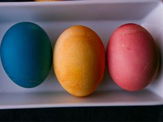 how to dye eggs using red cabbage, beets and ground tumeric! all natural dyes for easter Easter Egg Dye, Coloring Easter Eggs, Egg Coloring, Perfect Hard Boiled Eggs, Easter Traditions, Serious Eats, Egg Decorating, Easter Crafts, Red Cabbage