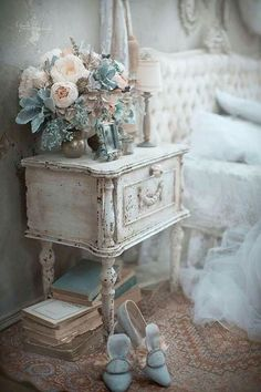 8 Simple and Creative Ideas: Shabby Chic Fabric French Country shabby chic bedding small spaces.Shab… - 8 Simple and Creative Ideas: Shabby Chic Fabric French Country shabby chic bedding small spaces. Black Shabby Chic, Tissu Style Shabby Chic, Shabby Chic Stoff, Tela Shabby Chic, Shabby Chic Tapete, Camas Shabby Chic, Shabby Chic Mode, Cocina Shabby Chic, Shabby Chic Vintage