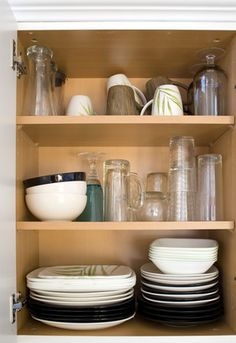 15 Mind-Blowing Ways to Organize Kitchen Cabinets If you've stuggled to keep kitchen cabinets organized, you are not alone. But, these brilliant hacks will help you easily organize your Kitchen cabinets. - Gray N Black Organize Kitchen Kitchen Cabinet Organization, Kitchen Cabinet Design, Organization Hacks, Organization Ideas, Pantry Storage, Storage Baskets, Kitchen Storage, Wd 40 Uses, Clean Kitchen Cabinets
