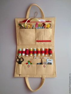Kit de Costura - How to create a personal organizer for needlewoman - Art & Craft Ideas Sewing Basics, Sewing Hacks, Sewing Tutorials, Sewing Kits, Clay Tutorials, Fabric Crafts, Sewing Crafts, Sewing Projects, Felt Crafts