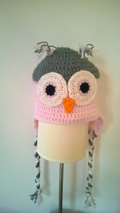 An owl hat for my daughter... pattern from www.repeatcrafterme.com. :)