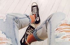 Boyfriend cuffed distressed jeans and high top converse ♡ Casual Outfits, Cute Outfits, Black Laces, Fashion Killa, Passion For Fashion, Dress To Impress, Body, What To Wear, Winter Fashion