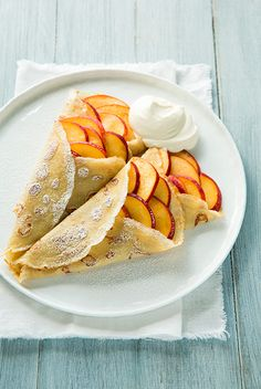 Vanilla Bean Crepes with Peaches and Cream - Cooking Classy - Wow! The vanilla bean crepes with a cream cheese filling and fresh peaches . Breakfast Crepes, Breakfast Time, Mexican Breakfast, Breakfast Sandwiches, Breakfast Bowls, Breakfast Healthy, Health Breakfast, Sweet Crepes Recipe, Waffles