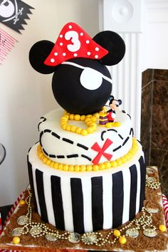 Cake at a Mickey Mouse Pirate Party #mickeymouse #pirateparty
