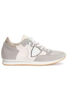 Stoere Philippe Model Uomo triu (grijs) Heren sneakers van het merk philippe model . Uitgevoerd in grijs. Lees meer op http://www.sneakers4u.nl/sneakers-online/philippe-model-uomo-triu-grijs/