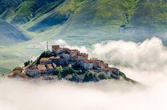 gidelim buralardan...dayanamıyorum...#39 Castelluccio, Italy (by Gianfranco Petraccini)