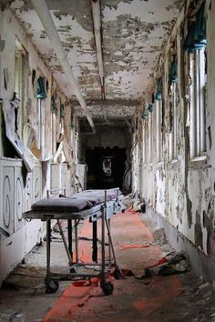 Medical gurney in the skyway of a New Jersey asylum . places where has on the things people abandoned. Abandoned Property, Abandoned Asylums, Abandoned Places, Mental Asylum, Insane Asylum, Spooky Places, Haunted Places, Old Buildings, Abandoned Buildings