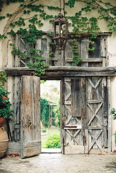 Rustic old wooden gate at Villa Cimbrone in Ravello, Italy. Amalfi Coast travel photography on film by destination wedding photographer Camilla Jorvad I www.camillajorvadblog.com