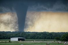 Violent tornado near Wynnewood, OK earlier this afternoon. What a crazy chase day it was!