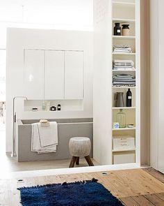 Opbergen in de badkamer - #vtwonen Styling @Cleo Scheulderman  Fotografie Jeroen van der Spek