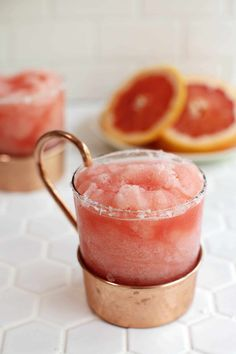 Frozen Sweet and Salty Dog - A Beautiful Mess Summer Cocktails, Cocktail Drinks, Cocktail Recipes, Grapefruit Juice And Vodka, Grapefruit Cocktail, Yummy Drinks, Yummy Food, Tasty, Smothie