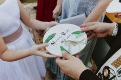 Inspiração de porta aliança bordado em bastidor para o seu casamento. Foto: @caioejessicafotografia. #casamento #casamentos #portaalianca #bastidorbordado #portaaliancasfeitoamao #feitoamao #diydecasamento Made By Hands, Weddings, Needlepoint