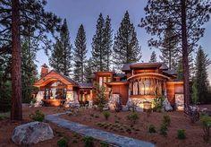 Aceasta casa in padure arata incredibil! Ce parere ai despre designul rustic?