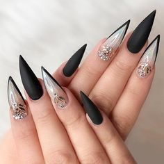 Stiletto Nails have become very popular in recent years. Nothing is sharper than Stiletto Nail Designs. When you combine the Stiletto Nail Designs with some avant-garde designs, they are the best. But if you're looking for the classic Stiletto Nail D Black Stiletto Nails, Black Stilettos, White Nails, Mat Black Nails, Black French Nails, Nail Black, Red Nail, Black Nail Designs, Acrylic Nail Designs