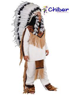 Disfraz Toro Sentado: Sitting Bull (Toro Sentado) era respetado en todas las tribus indígenas por su coraje y sabiduría. Con 25 años se convirtió en jefe de los sioux y los lideró en su resistencia a los intentos del gobierno de Estados Unidos de anexionar sus tierras. Nueve años más tarde, en 1876, una expedición de castigo, mandada por el teniente coronel George Armstrong Custer, fue aniquilada por sus guerreros en la batalla de Little Big Horn. Fue perseguido por el Ejército de Estados…